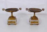 Coppia di coppe in bronzo e marmo