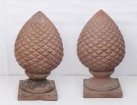 Coppia di pigne in terracotta